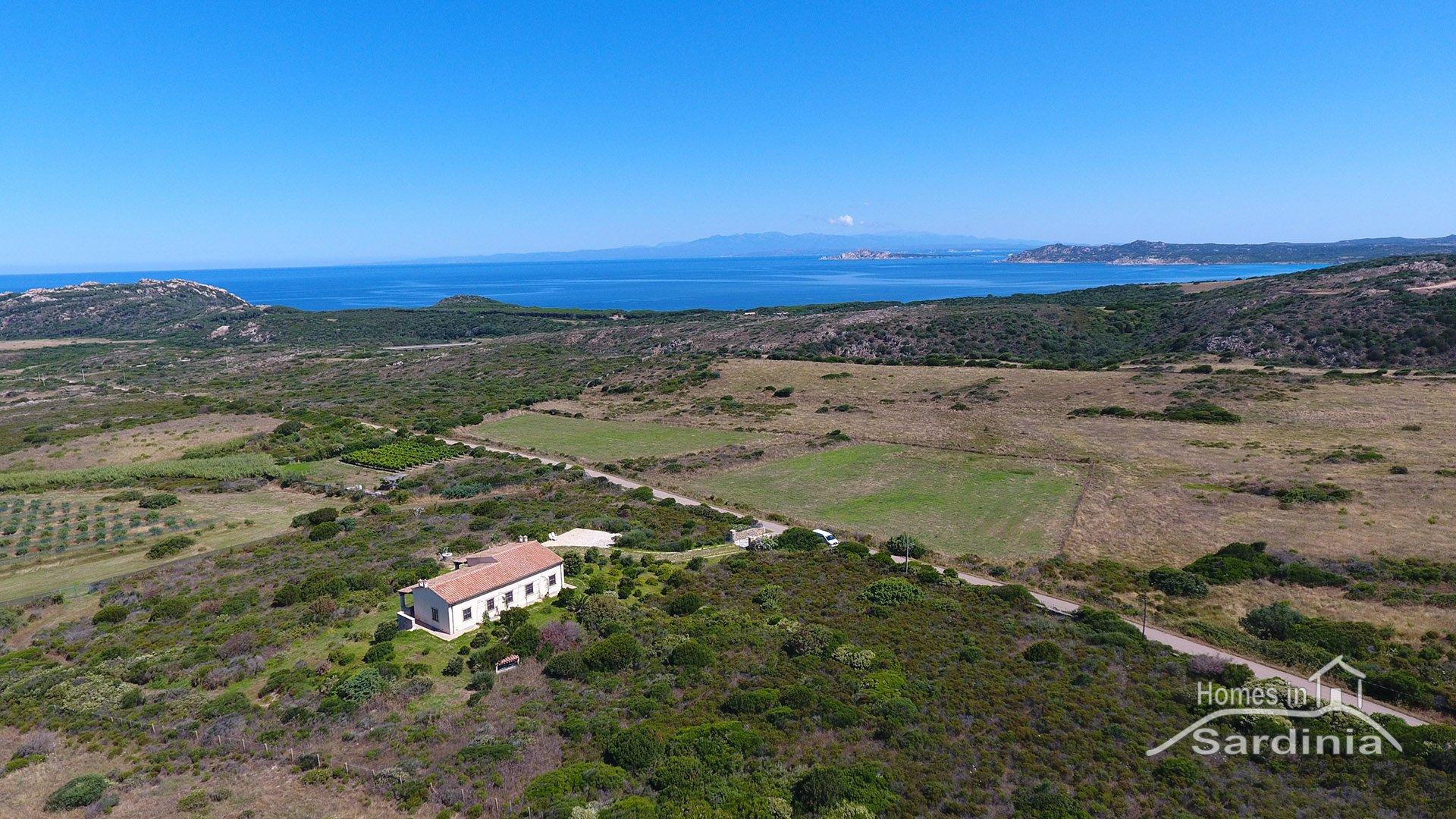Rarissima casa in vendita ad Aglientu, vista mare, pochi passi dalla spiaggia di Monti Russu